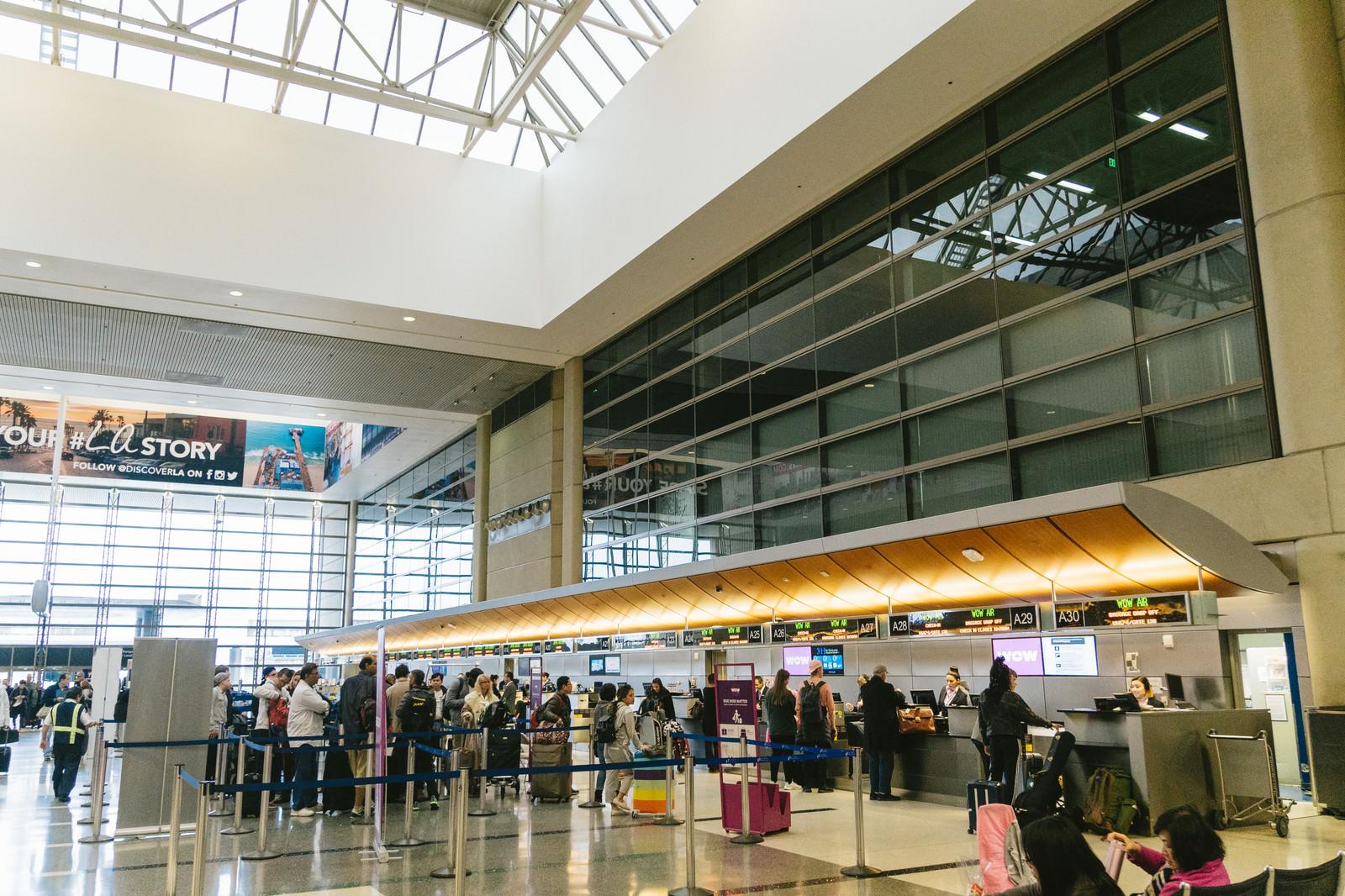 「ロサンゼルス国際空港の搭乗手続きロサンゼルス国際空港の搭乗手続き」のフリー写真素材を拡大