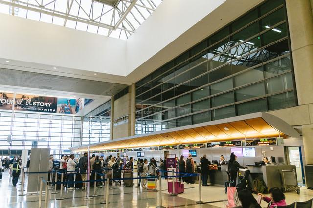 ロサンゼルス国際空港の搭乗手続きの写真