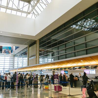 「ロサンゼルス国際空港の搭乗手続き」の写真素材