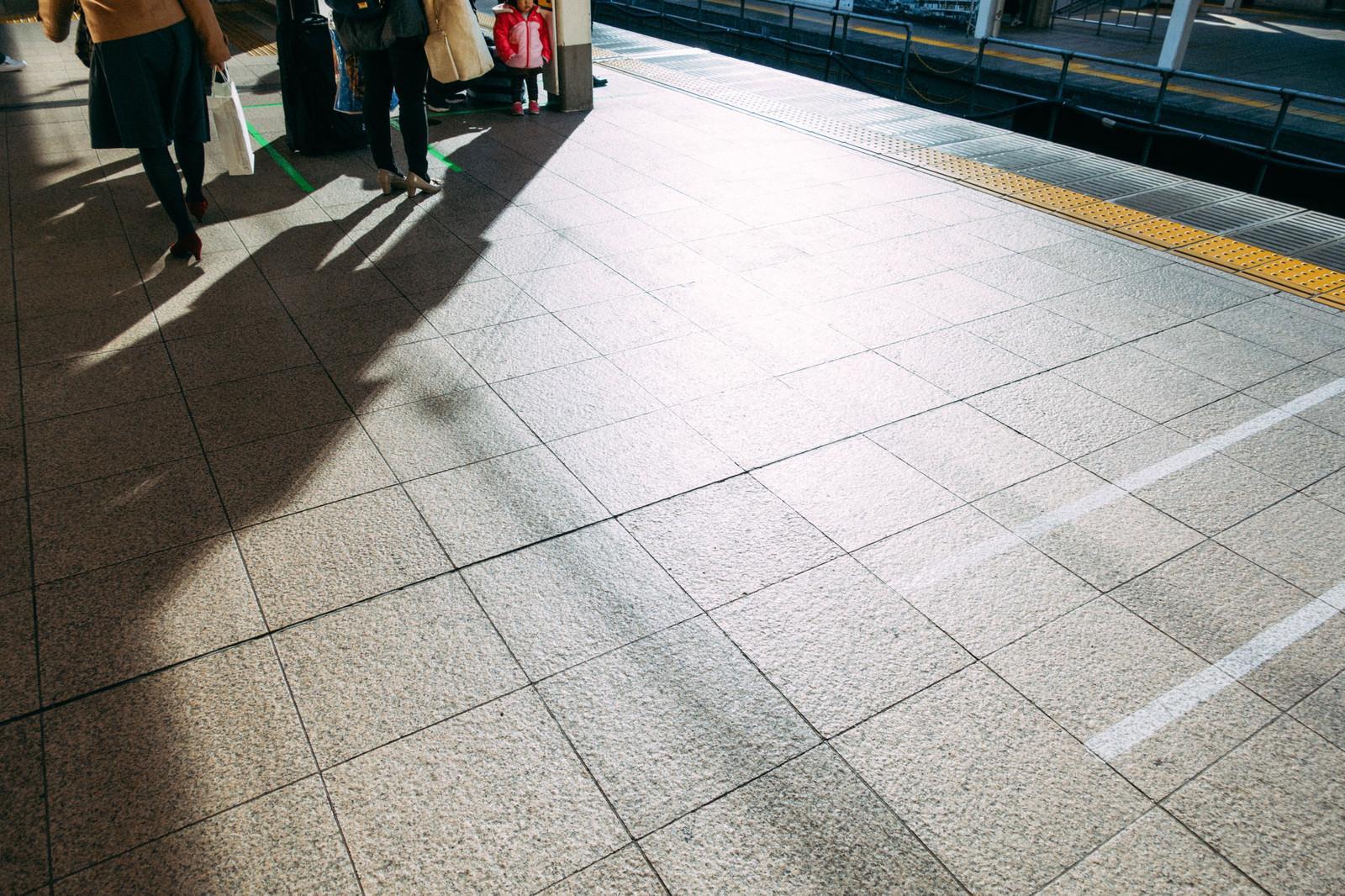 「電車を待つ」の写真