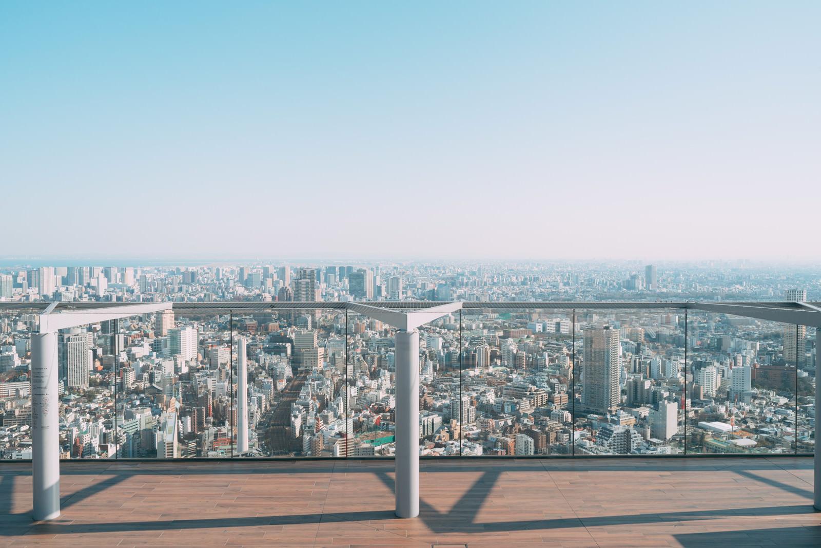 「渋谷スカイ屋上と雲ひとつない空」の写真
