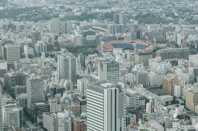 横浜スタジアムが見える都市風景
