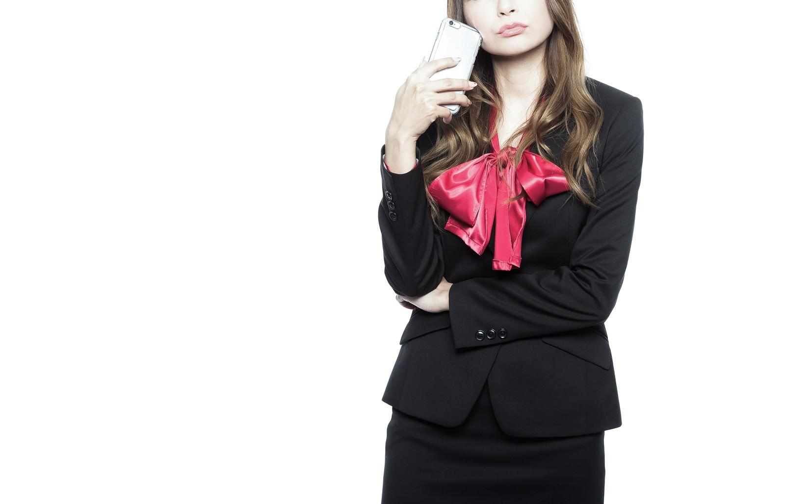「ウザい営業の対処法を考える女性」の写真