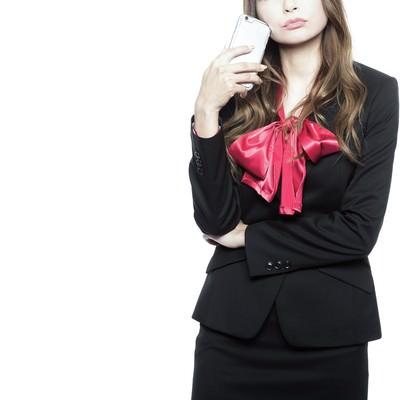 「ウザい営業の対処法を考える女性」の写真素材