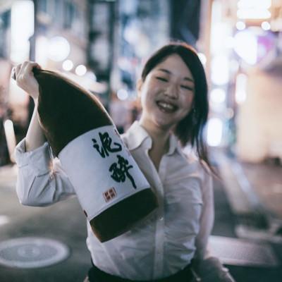 「お酒好きにはたまらない!泥酔クッション」の写真素材
