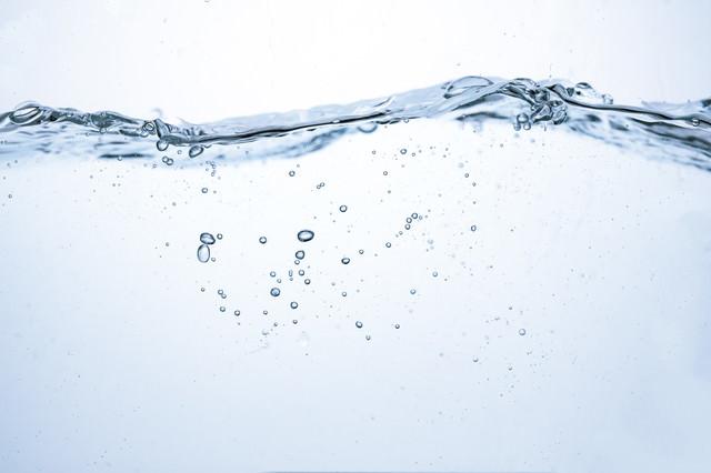 水面の波(断面)の写真