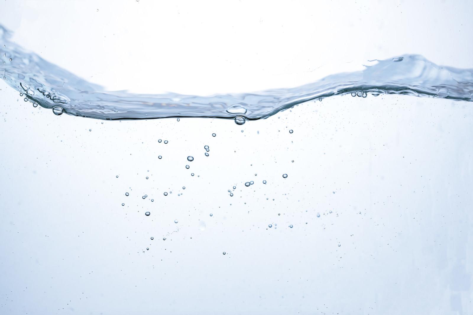 「水槽の中の波と水面水槽の中の波と水面」のフリー写真素材を拡大