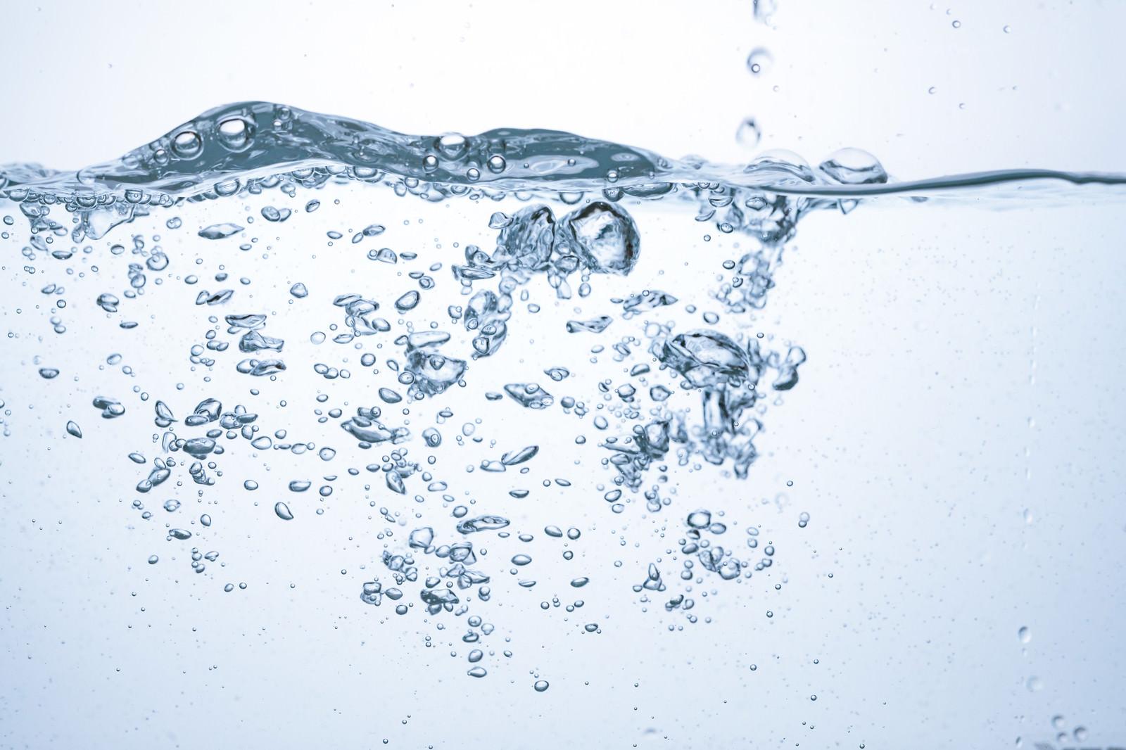 「水槽の波と気泡水槽の波と気泡」のフリー写真素材を拡大