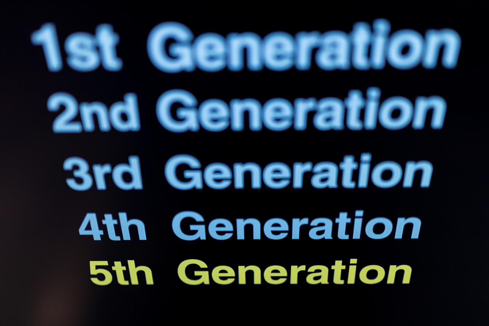 「第1世代~第5世代移動通信システム」の写真