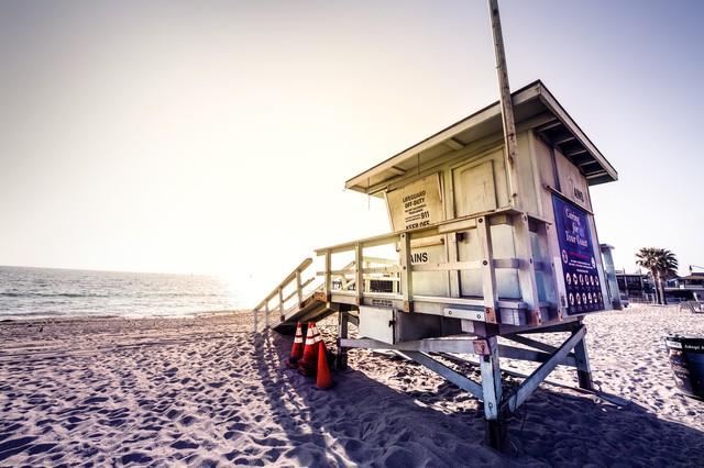カリフォルニアビーチのライフガード小屋の写真