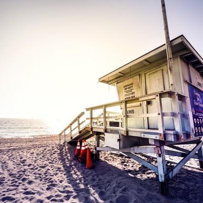 「カリフォルニアビーチのライフガード小屋」の写真素材