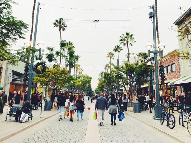 カリフォルニアのショッピング街の写真