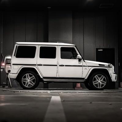 「駐車中のオフロード車」の写真素材