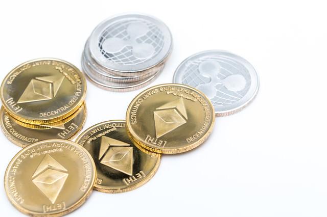 ETHとXRPのアルトコインの写真
