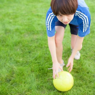 「サッカーボールここ置いときますね」の写真素材