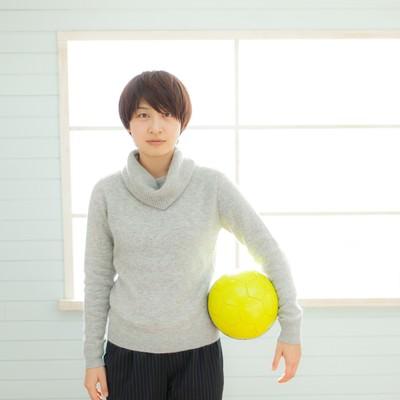 サッカー部の若い女性コーチの写真