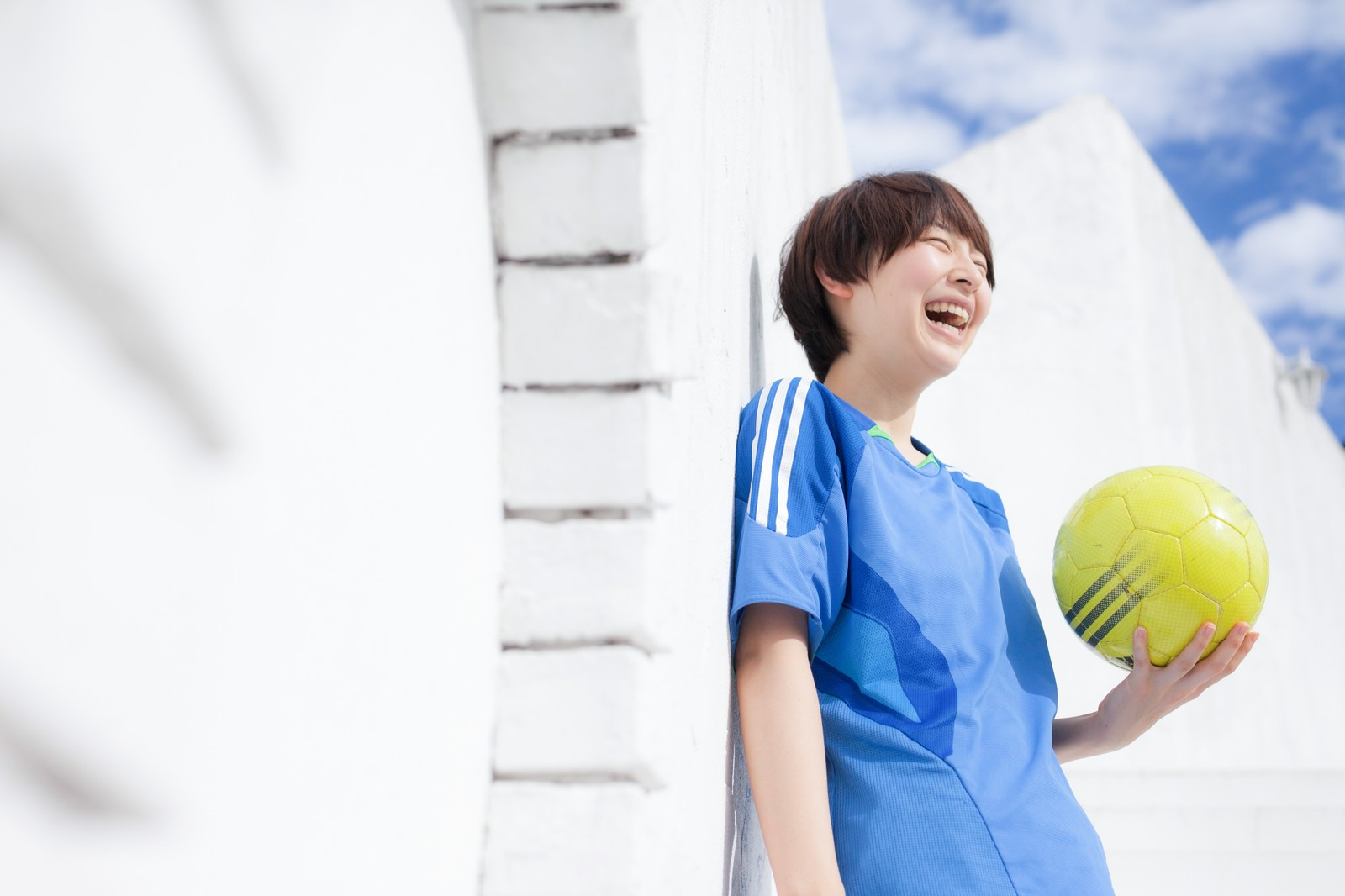 「サッカー女子のオフショット」の写真[モデル:八木彩香]