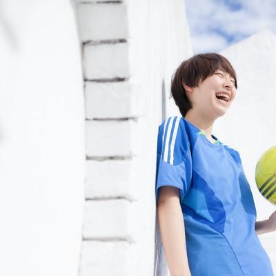 「サッカー女子のオフショット」の写真素材
