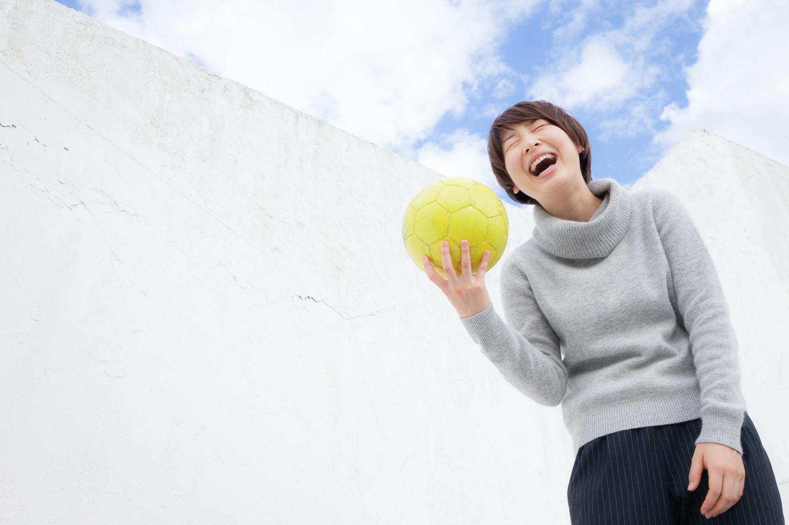 「U-17日本女子代表候補だったなんて過去の話ですよ(ゲラゲラ)」の写真[モデル:八木彩香]