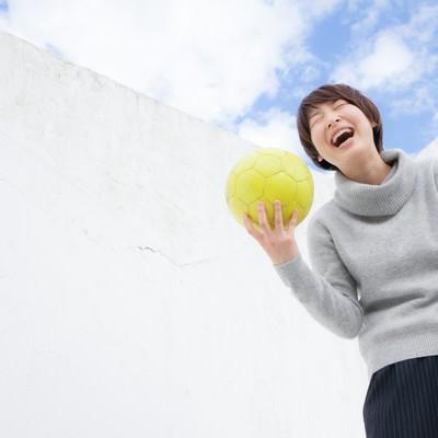「U-17日本女子代表候補だったなんて過去の話ですよ(ゲラゲラ)」の写真素材