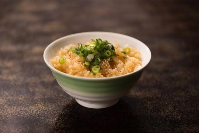 お茶碗一杯の卵かけご飯の写真
