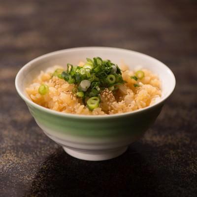 「お茶碗一杯の卵かけご飯」の写真素材