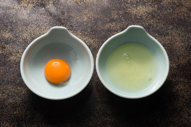 黄身と白身を分けるの写真