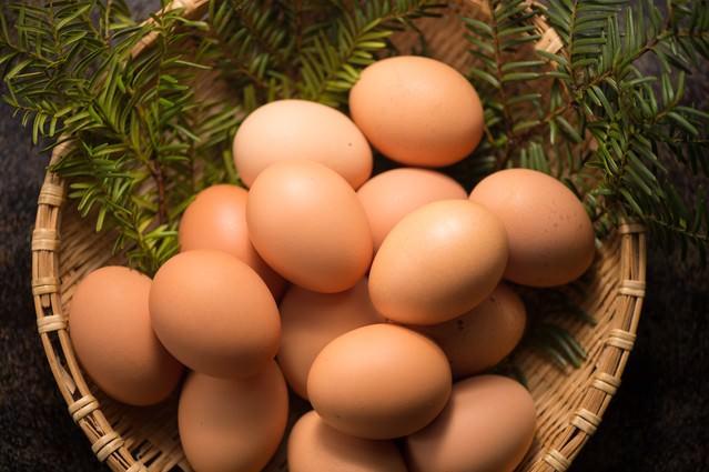 岐阜産の飼料で育てられた風味豊かな「さくらまいたまご(国産)」の写真