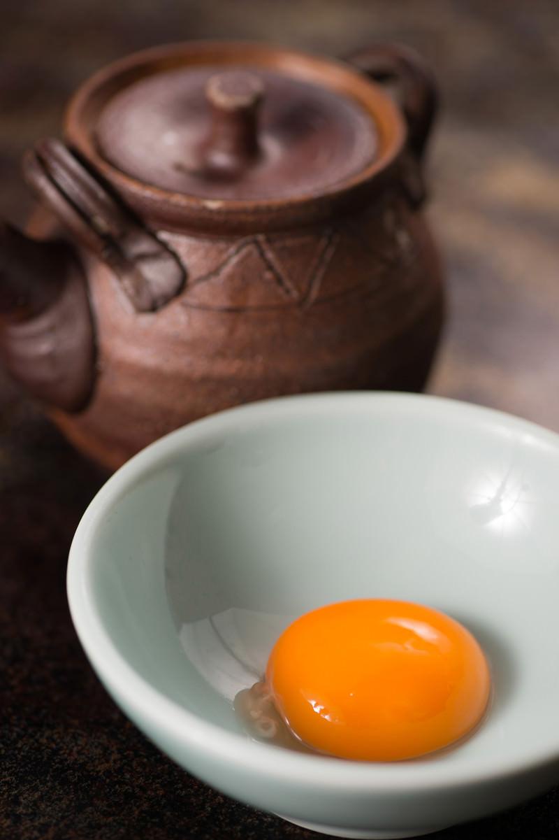 「新鮮な卵に出汁醤油」の写真