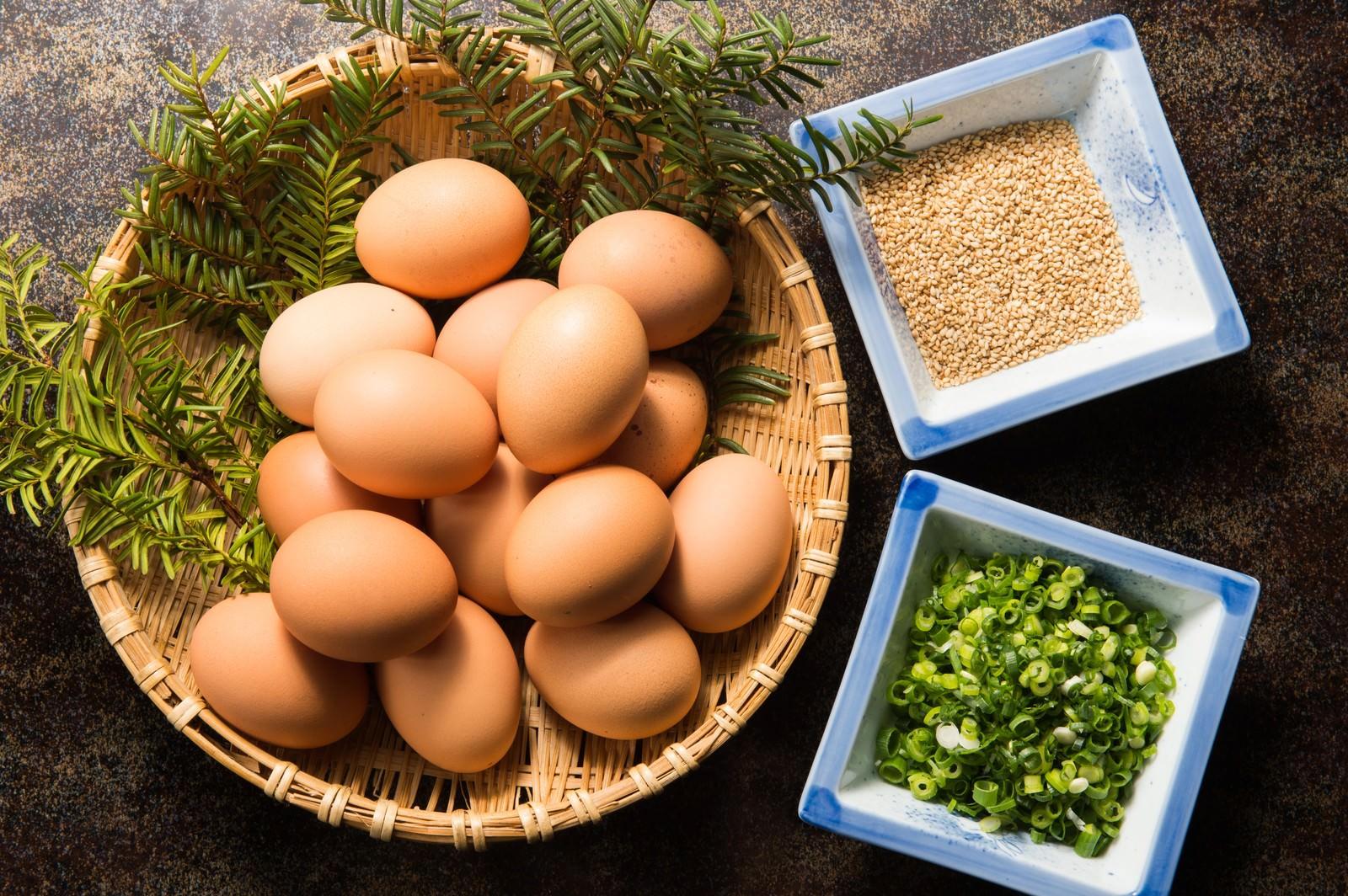 「生卵と薬味とゴマのTKGセット」の写真