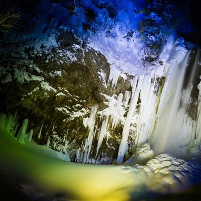 「平湯大滝結氷まつりのライトアップ」の写真素材