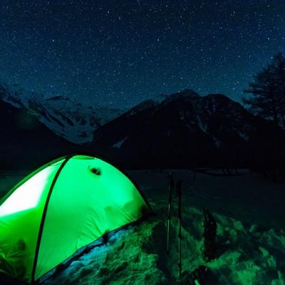「極寒の空に満天の星空が見える上高地の小梨平」の写真素材