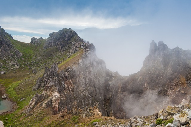焼岳の爆裂火口の写真