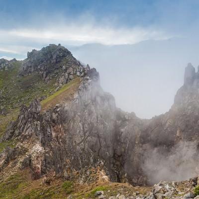 「焼岳の爆裂火口」の写真素材