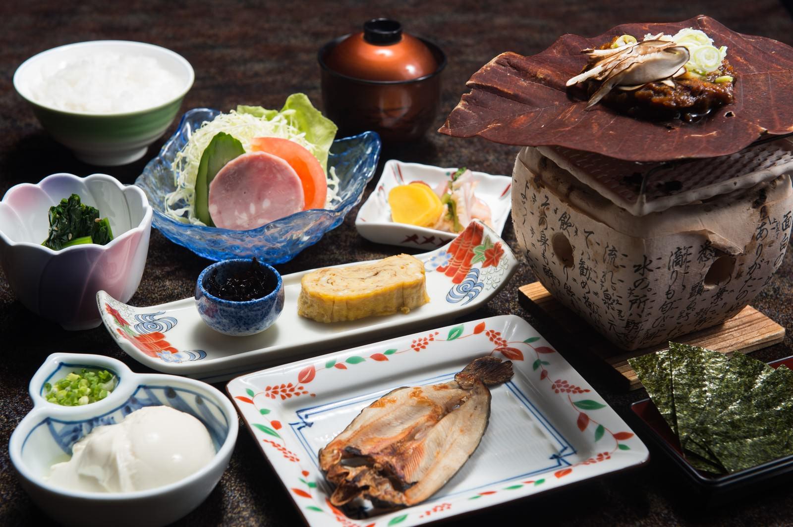「朝食の品数が多い料理宿「栄太郎」は満足度が高い」の写真