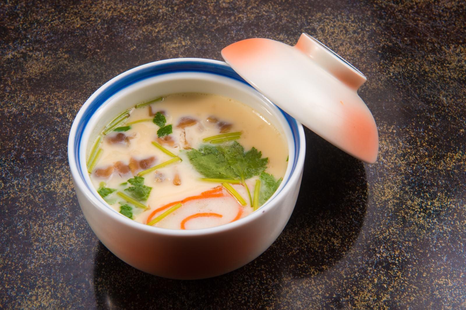 「山の幸を贅沢に使った栄太郎の茶碗蒸し」の写真