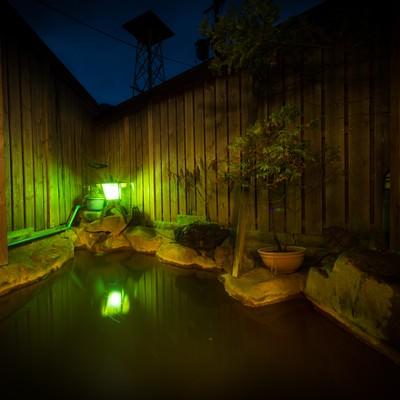「登山の疲れを癒やす栄太郎の源泉かけ流し露天風呂」の写真素材