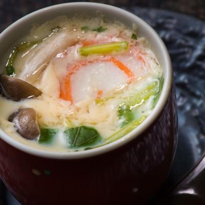 「熱々で出てくる旬の野菜盛りだくさんの栄太郎の茶碗蒸し」の写真素材