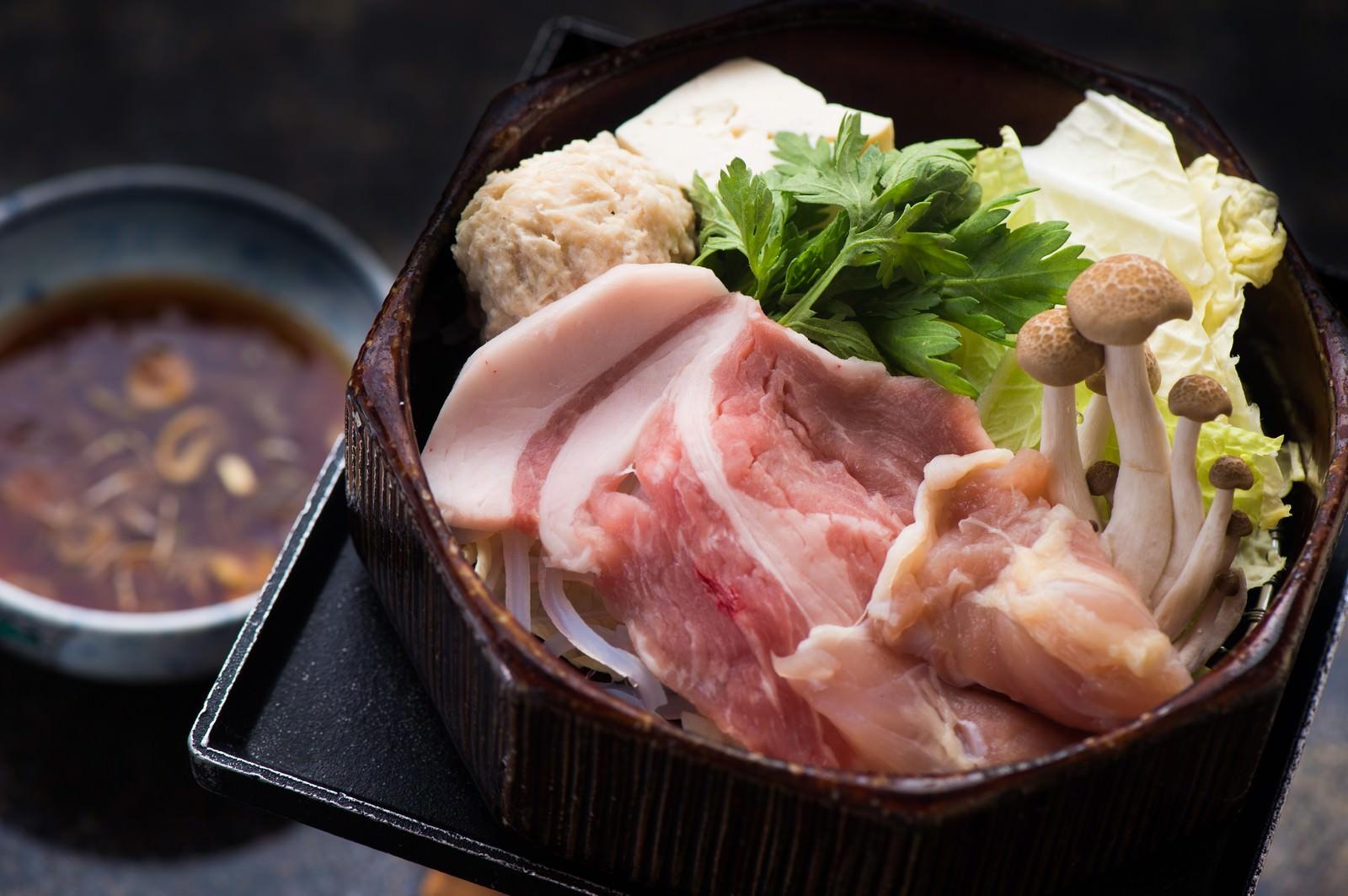 「栄太郎のさっぱりと食す豚肉と鶏団子のせいろ蒸し」の写真