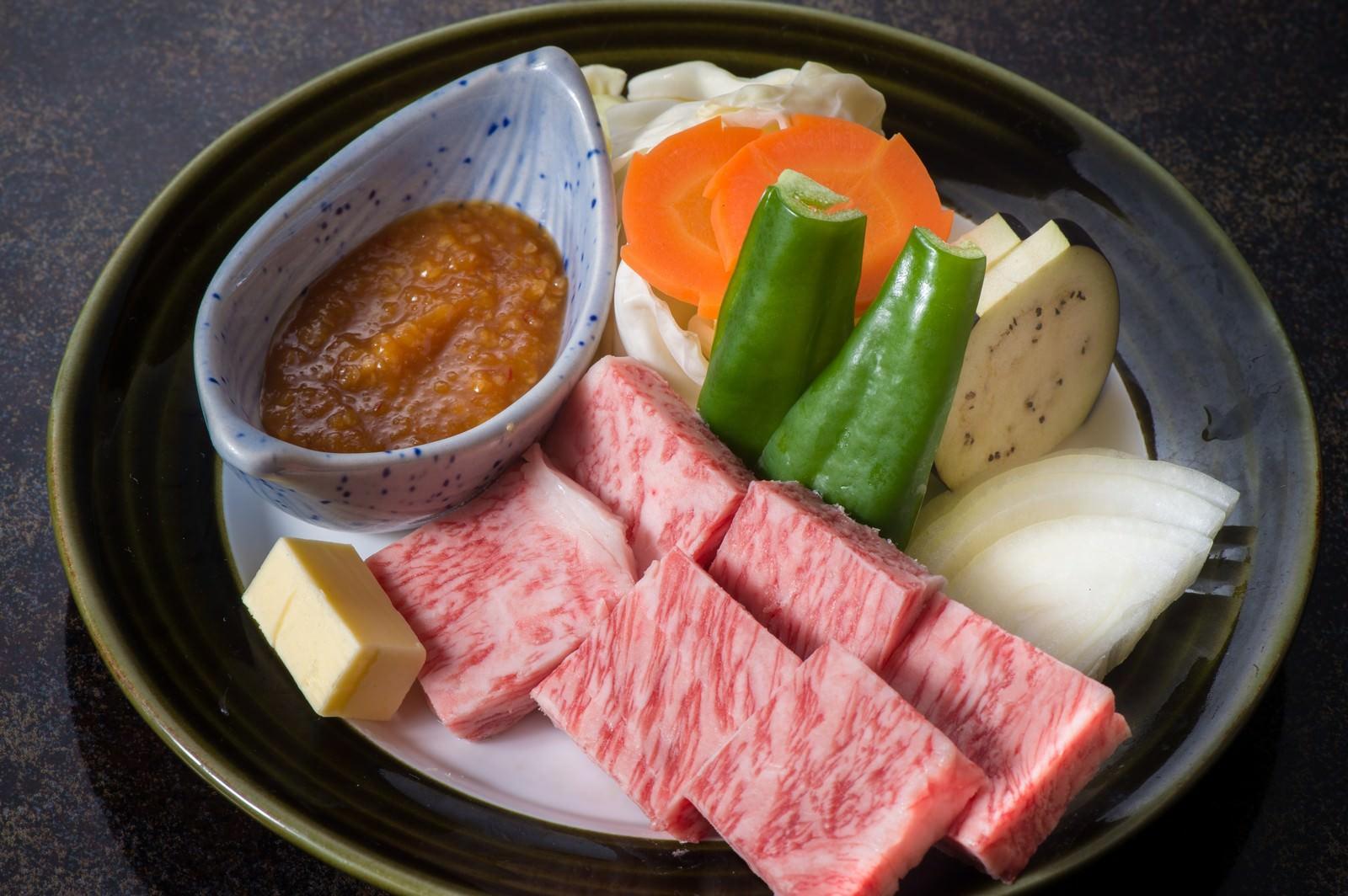 「極上のA5ランク飛騨牛サーロインステーキを味噌で食べるのが栄太郎の流儀」の写真
