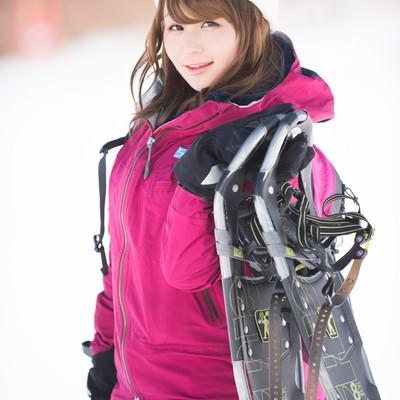 「スキーもいいけど、私はスノートレッキング」の写真素材