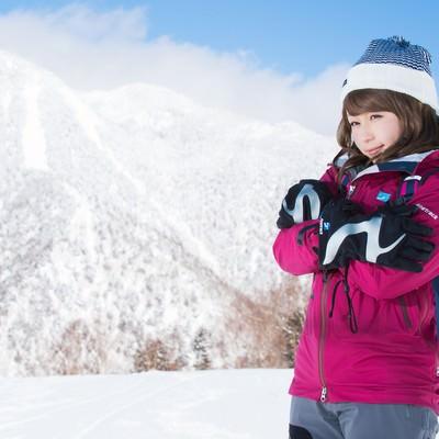 「標高の高い雪山でも万全のレイヤリング」の写真素材