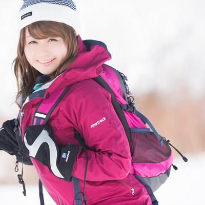 「雪山が楽しすぎて会社に行くモチベーションNOT FOUND」の写真素材