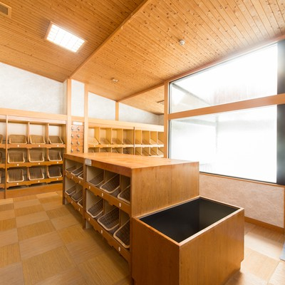 床暖房と敷畳で足元があたたかい岡田旅館の温泉の脱衣婆の写真