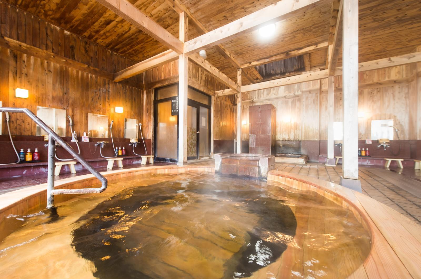 「ラグジュアリーな湯浴みを予感させる源泉かけ流し温泉」の写真