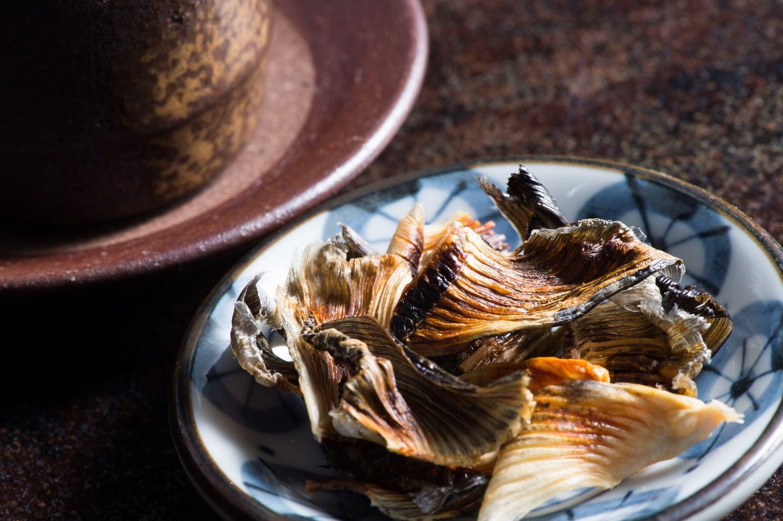 「日本酒の肴に最高な飛騨ふぐのヒレ」の写真