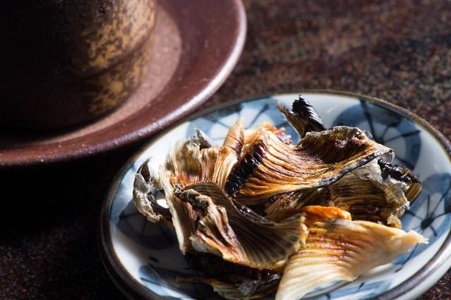 日本酒の肴に最高な飛騨ふぐのヒレの写真