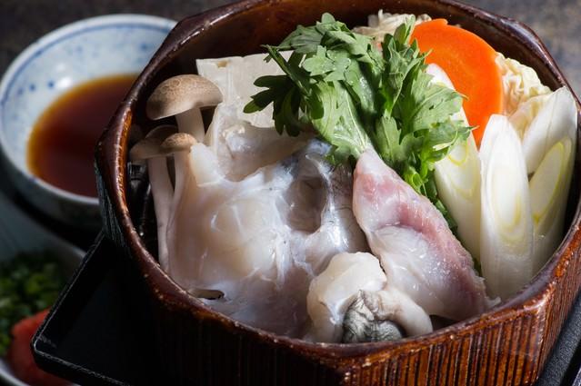 飛騨ふぐのせいろ蒸しを香り高い栄太郎自家製のポン酢での写真