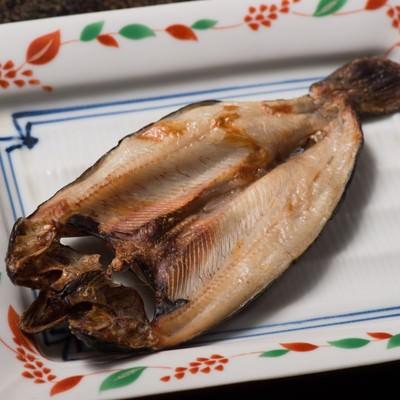 「うす塩味のニジマスの干物」の写真素材