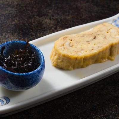 「岐阜の料理師範の腕が光る栄太郎の出汁巻き玉子」の写真素材